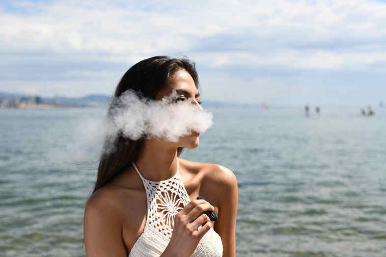 Cómo poner el líquido en el cigarrillo electrónico