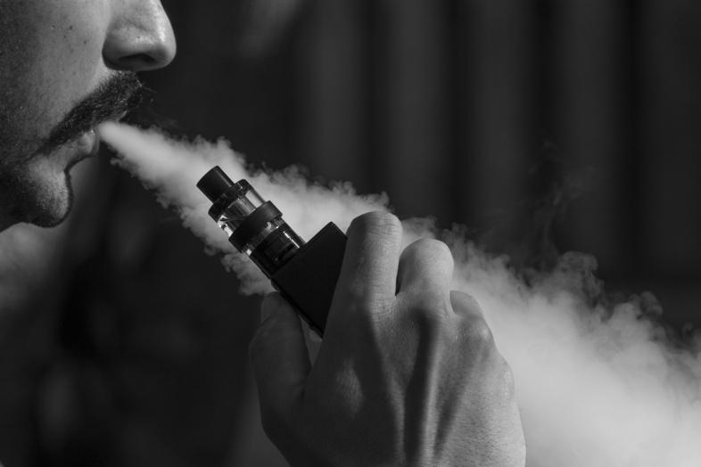 Los factores que afectan la densidad del líquido del cigarrillo electrónico.