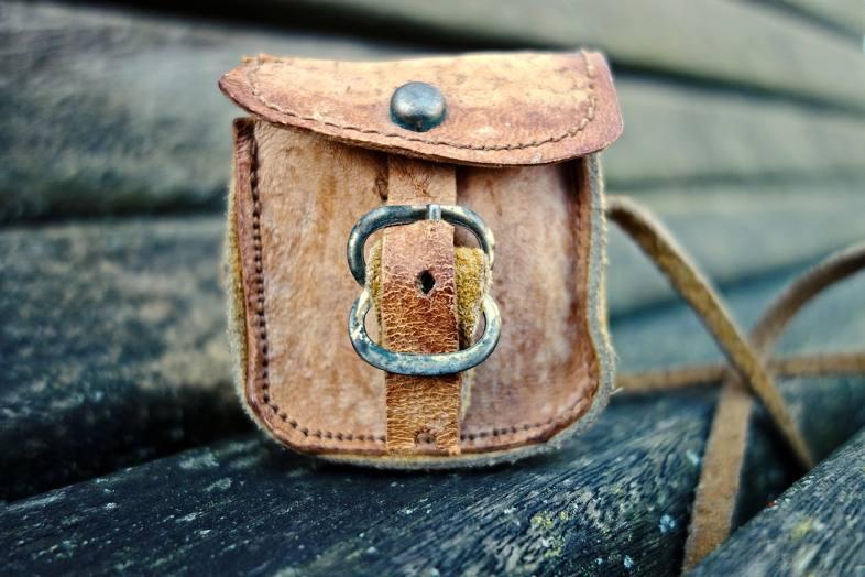 Para los amantes de los accesorios únicos y hechos a mano: el estuche hecho a mano