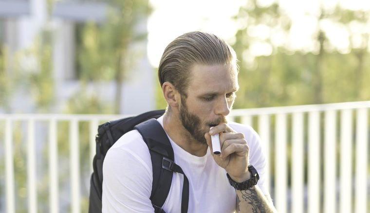 ¿Qué pasa si pongo agua en el cigarrillo electrónico?