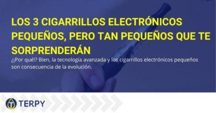 Tres pequeños cigarrillos electrónicos