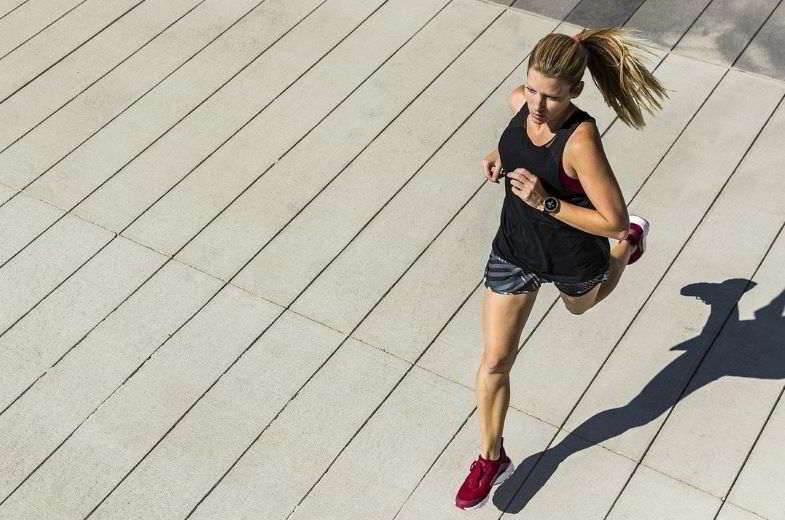 Cigarrillos electrónicos y deportes: mejorar el rendimiento de una niña.